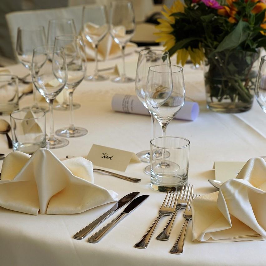 Locations mobiliers, vaisselle, décoration de salles, listes de mariages